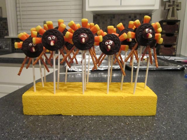 Your kids will have fun putting these Turkey Pops together. They are so fun and easy to make and perfect for harvest parties and Thanksgiving potlucks. #WomenLivingWell #Thanksgiving #Oreos #candycorn
