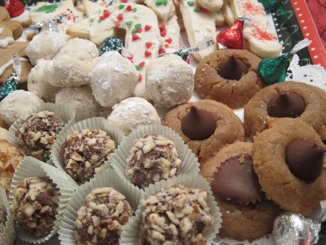 You won't believe how easy these homemade Christmas truffles are to make. They make perfect Christmas gifts and add beauty to your Christmas cookie tray. #WomenlivingWell #Christmas #truffles #chocolate