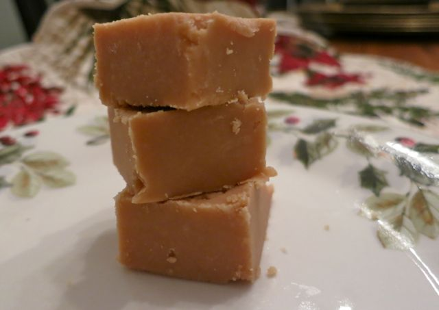 This is easy peanut butter fudge recipe is the best and most delicious fudge you'll ever make! Put 4 ingredients in the microwave and chill. It's so easy. #deserts #fudge #christmas